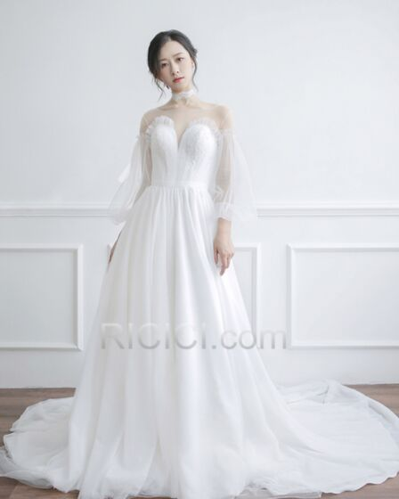 A Line Tulle Long Open Back Bridals Wedding Dress Appliques Long Sleeved See Through Plunge White Sexy Vintage 2018