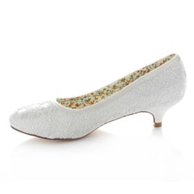 Heels Bridal Bridesmaid Pumps Pointed Toe 4 cm With Lace Satin Low / Kitten Heel Stilettos White Shoes
