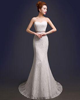 Ärmellos Empire Meerjungfrau Brautkleid Spitzen Bandeau Rückenfreies Elegante Ivory / Beige Garten / Im Freien