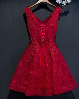 パーティー ドレス ワインレッド ショート セミ フォーマル ドレス カクテル ドレス 深 v ネック フレア 可愛い ジュニア アップリケ レース 28620190411