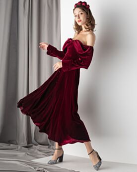 Burgundy Vintage Long Sleeved Backless Velvet Semi Formal Dresses Long Off The Shoulder Cocktail Dresses Princess