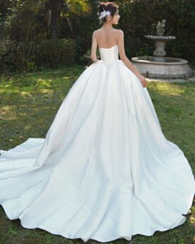Elegant Ruffle Sleeveless Ball Gowns Bandeau Vintage Backless Simple Satin White Bowknot Bridal Gown