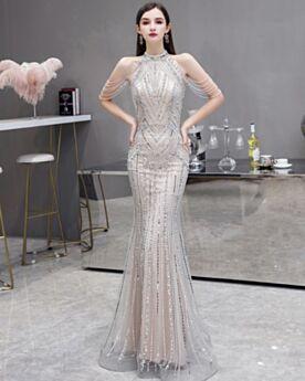 Vestidos De Noche De Lentejuelas Strass 2020 Entallados De Lujo Elegantes Plateadas Con Flecos Cuello Halter Tul Hombros Al Aire