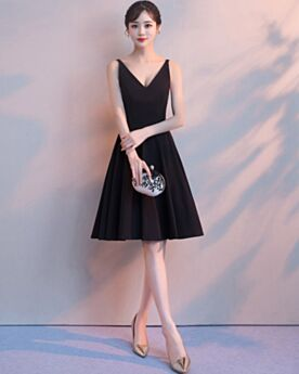 Knee Length Plunge Black 2019 Sleeveless Little Black Dresses Semi Formal Dresses Chiffon