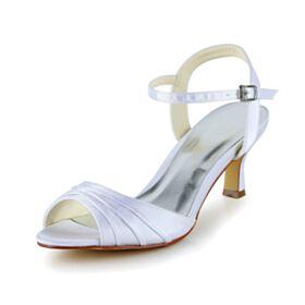 Sandalen Trouwschoenen Middelhoge Hakken Witte Satijnen 6 cm Bruidsmeisjes Schoenen Enkelband Met Ruche Stiletto