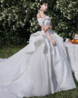 サテン ウェディングドレス バックレス キラキラ プリンセス オフショルダー エレガント グリッター 蝶結び 白 8720230537