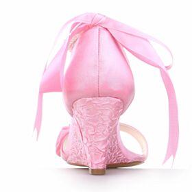 Mooie Sandalen 7 cm Middelhoge Hakken Trouwschoenen Ronde Neus Satijnen Roze Sleehakken Met Ruche
