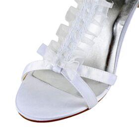 Mit 8 cm High Heels Elegante Weiß Peeptoes Riemchen Knöchelriemen Brautschuhe Rüschen Sandaletten Damen Applikationen