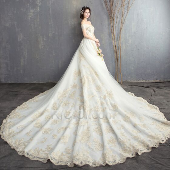 A Linie Rückenfreies Fit N Flare Spitzen Hochzeitskleider Sommer 2018 Applikationen Kurzarm Schulterfreies Vintage Weiß