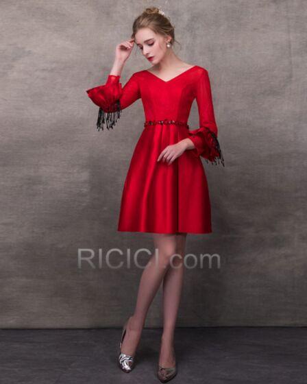 Corti Eleganti Abiti Da Cerimonia Maniche A Campana Con Frange Rosso Di Raso Con Perline Skater Dress
