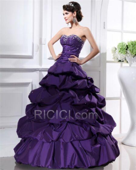 Perlen Satin Ballkleider Tragerloses Quinceanera Kleider Violett Rückenausschnitt Rüschen Lange Ärmellos Petticoatkleid Taft