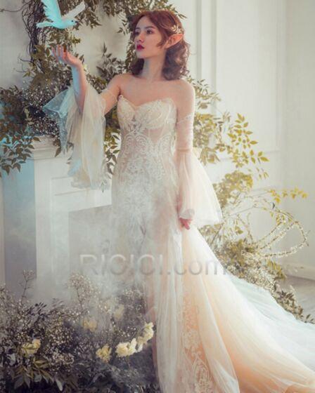 A Linie Herz Ausschnitt Strand Hochzeitskleider Rückenfreies Volant Tragerloses Transparentes Spitzen Lange Ärmel