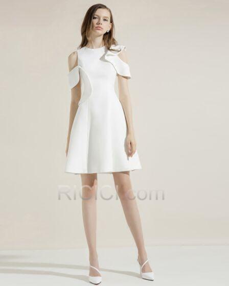 ミニ カクテル ドレス シンプル な フリル フレア セミ フォーマル 白い お呼ばれ ドレス 92820180804